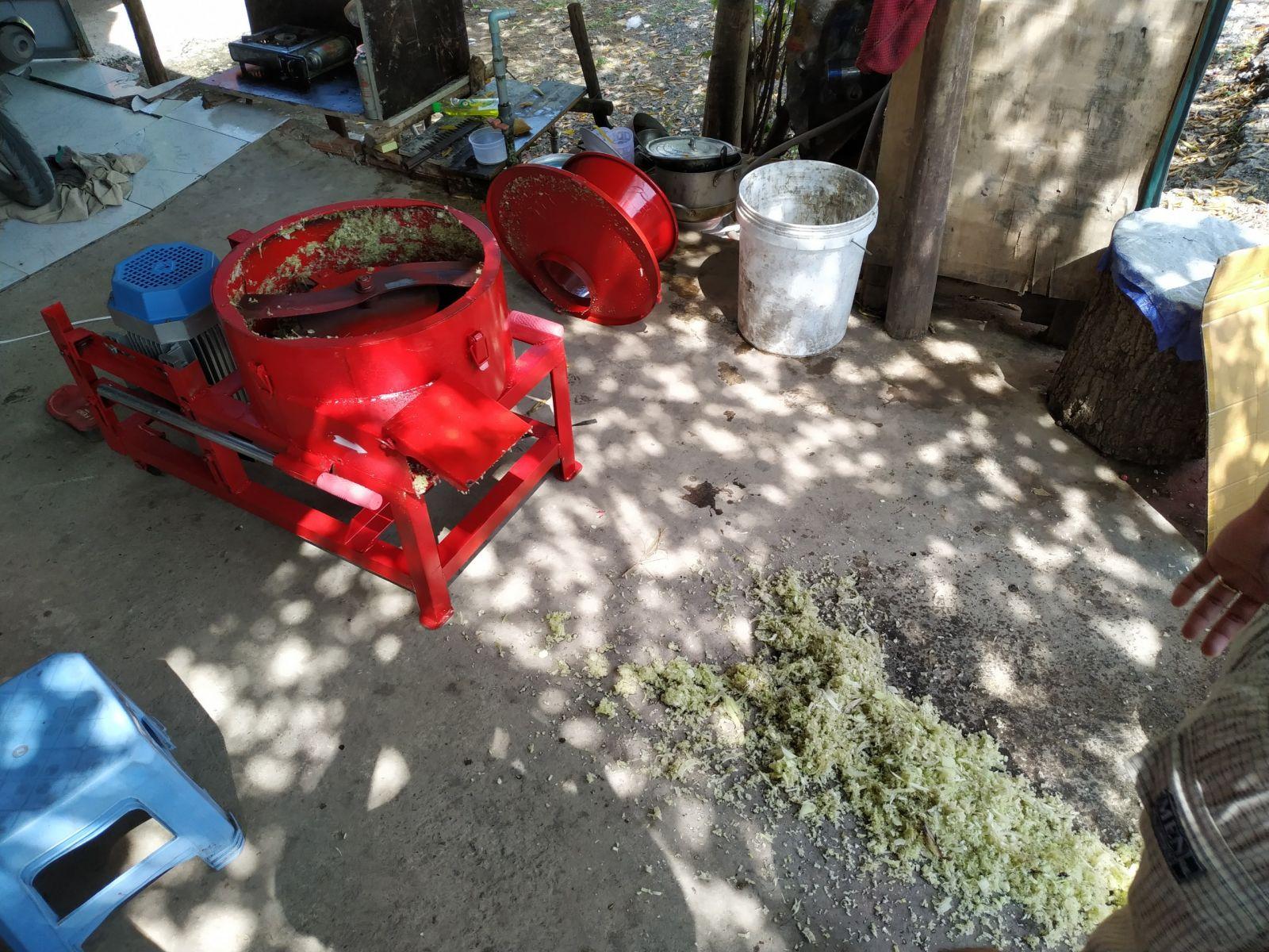 máy băm chuối nhuyễn có tác dụng là nát thức ăn, nhuyễn nhỏ cho gà ăn