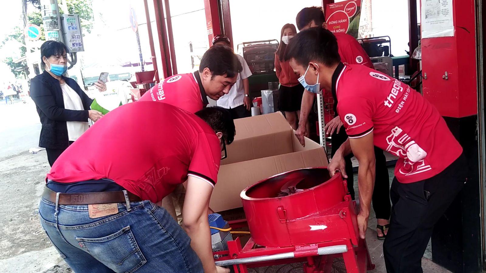 Hình ảnh giao máy băm thái chuối cho khách hàng ở Đồng Nai